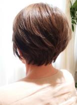 どこから見てもフォルムが綺麗な艶ショート(髪型ショートヘア)