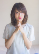 大人女子グレージュアンニュイカールミディ(髪型ミディアム)