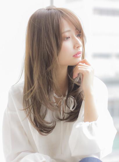 大人可愛いアッシュグレージュワンカール(髪型ロング)