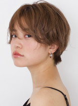前髪長めのニュアンスショート(髪型ショートヘア)