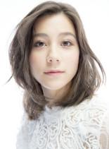 甘可愛いソフトな印象のフォギーブルージュ(髪型ミディアム)