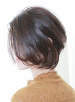 女性らしい丸みが綺麗な大人ショートボブ(髪型ボブ)