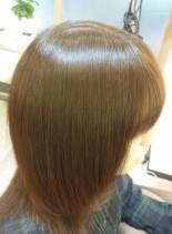 アッシュ系ツヤカラー(髪型ミディアム)