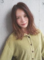ゆるい外ハネのミディアムスタイル(髪型ミディアム)