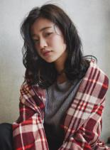 セミウェットな質感★大人可愛いスタイル(髪型セミロング)