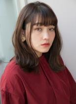 大人カジュアルなくびれニュアンスセミディ(髪型ミディアム)