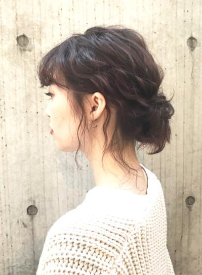 おくれ毛たっぷりゆるふわシニヨン(髪型ミディアム)