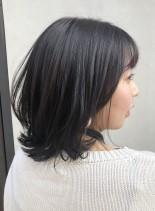 秋冬人気のラベンダーグレージュ(髪型ミディアム)