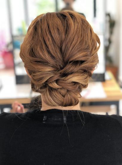 編み込みアップスタイル(髪型セミロング)