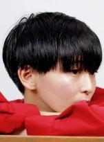 個性的な髪型ツーブロックのベリーショート