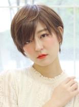 大人女性シンプルナチュラルショート(髪型ショートヘア)