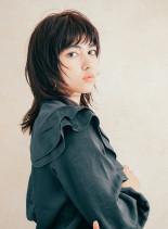 女性のおしゃれウルフスタイル(髪型ミディアム)