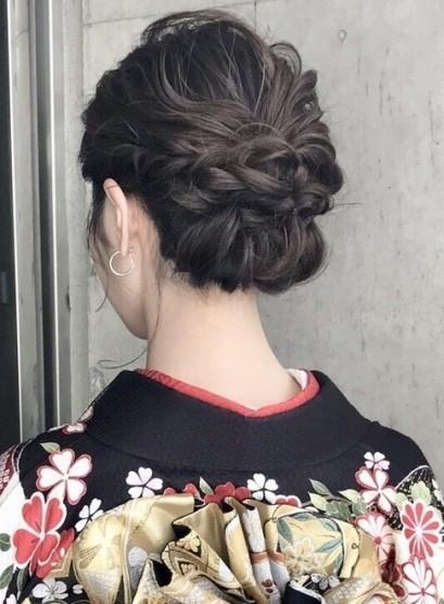 抜け感ねじりシニヨン(髪型ミディアム)