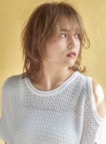 ナチュモードな小顔ウルフ(髪型ミディアム)