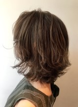 外国人風アッシュミディアムスタイル(髪型ミディアム)