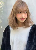 シースルーバング×ミルクティーカラー(髪型ミディアム)