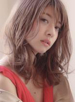 桜グレージュのラフミディ(髪型ミディアム)