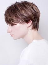 大人の外国人風ハイライトショート(髪型ショートヘア)