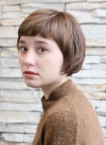 ショートバングの愛らしいショートボブ(髪型ショートヘア)
