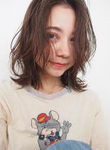 外国人風外はねレイヤースタイル(髪型ミディアム)