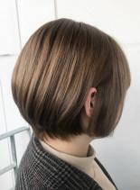 フェミ二ンボブ(髪型ボブ)