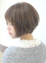 大人女性の前下がりショートボブ(髪型ショートヘア)