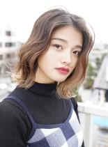 ハイライトロブスタイル(髪型ミディアム)