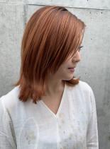 オレンジ外ハネレイヤー(髪型ミディアム)