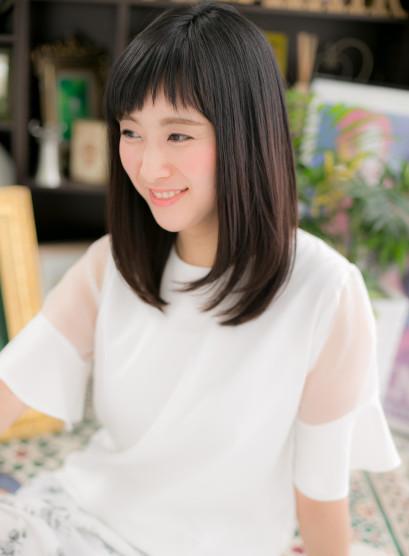 """黒髪&斜めバングの""""重軽""""大人セミディ(髪型セミロング)"""