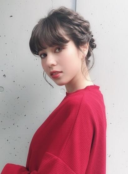 大人ミニマルな編み込みアップスタイル(髪型ミディアム)