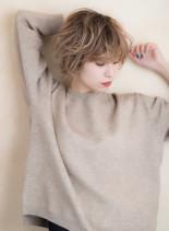 ミルクティーベージュ×ウェービーショート(髪型ショートヘア)
