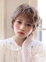 ハイトーンカラーの外国人風ショート(髪型ショートヘア)