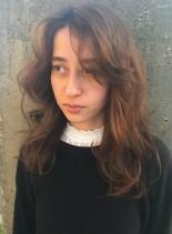 くせ毛風ウェーブヘア(髪型セミロング)