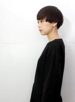 シンプルで個性的な黒髪大人ショート(髪型ショートヘア)