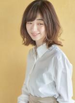 くびれミディ×3Dカラー(髪型ミディアム)