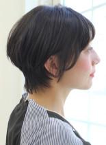 30代40代50代の耳かけショート(髪型ショートヘア)