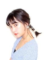 タイトエアリーローポニー(髪型ミディアム)
