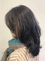 ミディアムレイヤー(髪型セミロング)