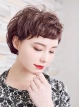 大人女子の耳かけショートボブ(髪型ショートヘア)