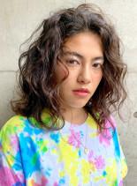 外国人風ウェーブ(髪型セミロング)