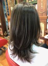 レイヤーセミロング(髪型セミロング)