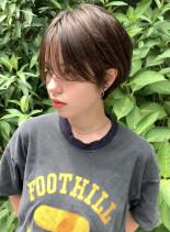 前髪長めの大人タイトショート(髪型ショートヘア)