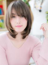 斜めバングとラフなカールでハンサムボブ(髪型ミディアム)
