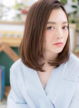 前下がりのワンカールストレートラフミディ(髪型ミディアム)