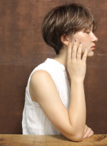 大人のレイヤーボリュームショート(髪型ショートヘア)