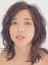 外国人風レイヤースタイル(髪型ミディアム)