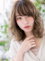 外国人風ふんわり外ハネミディ(髪型ミディアム)