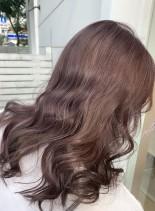 淡いカシスのようなバイオレットカラー(髪型ロング)