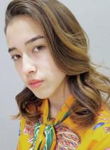 外国人風グラデーションハイライト(髪型セミロング)