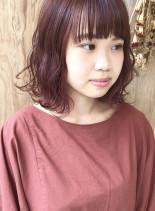 外ハネボブでキュートな赤毛ガール(髪型ボブ)